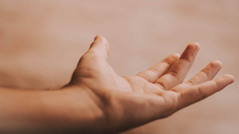 Handflaeche zeigt nach oben